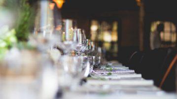 gedekte tafel in de horeca