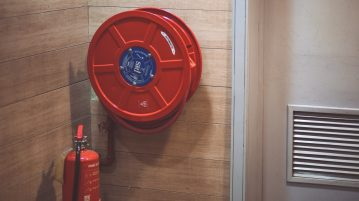 brandblusser op kantoor om veiligheid te waarbrogen