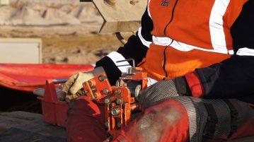 veiligheidsvest gedragen door een bouwvakker